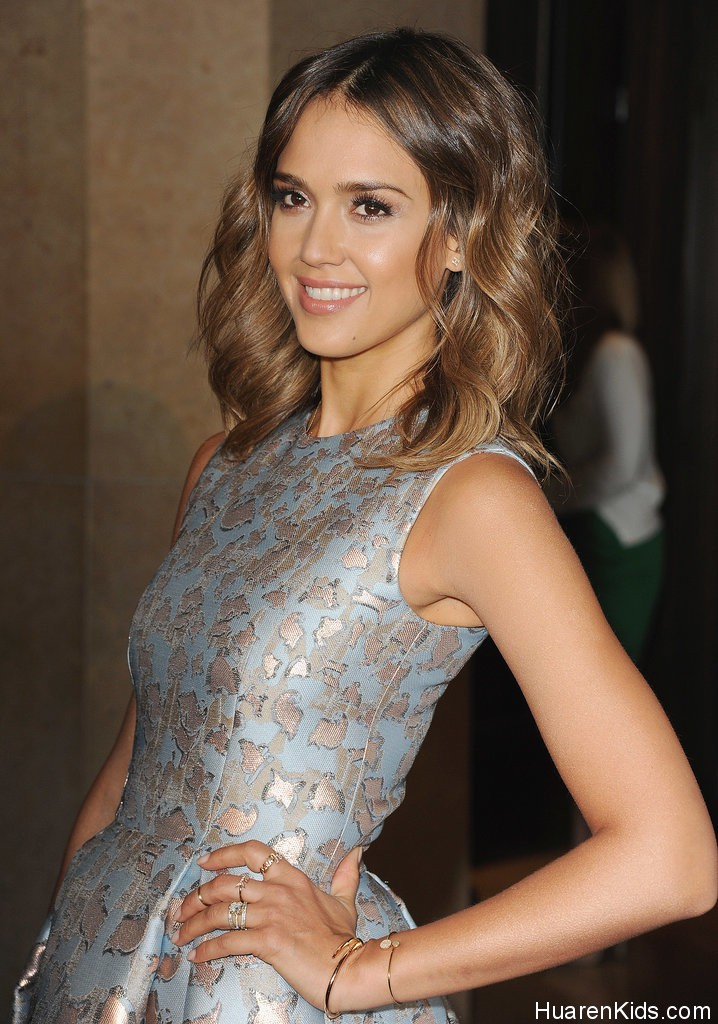 Jessica-Alba-Family-Mother-Day-Luncheon-Pictures (1).jpg - Jessica Alba荣膺最佳妈妈 - 华人小孩 - HuarenKids
