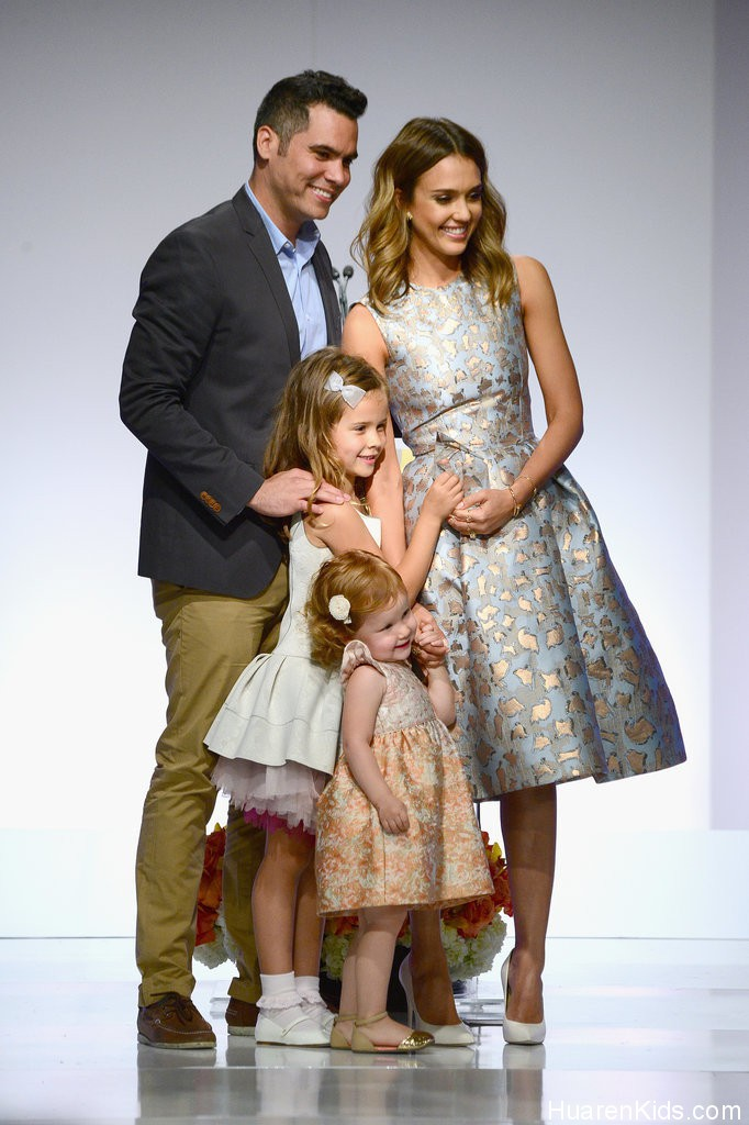 Jessica-Alba-Family-Mother-Day-Luncheon-Pictures (5).jpg - Jessica Alba荣膺最佳妈妈 - 华人小孩 - HuarenKids